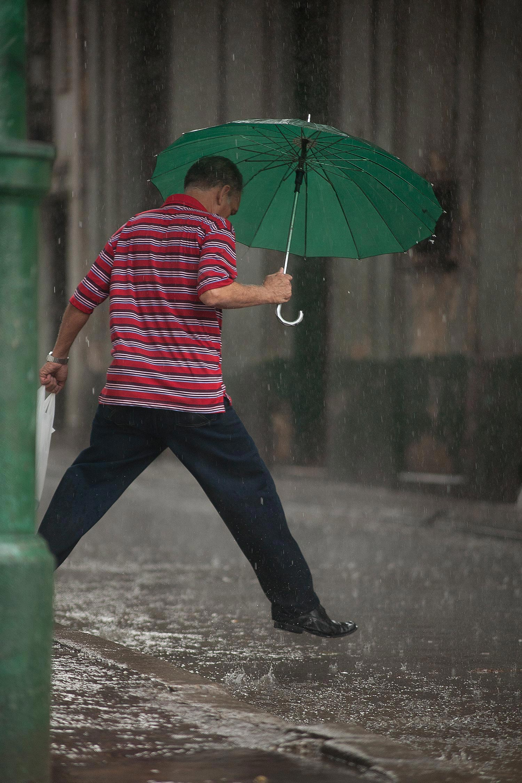 Sprung über die Pfütze in Havanna